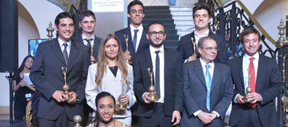 Córdoba: La Bolsa premió a los diez jóvenes sobresalientes