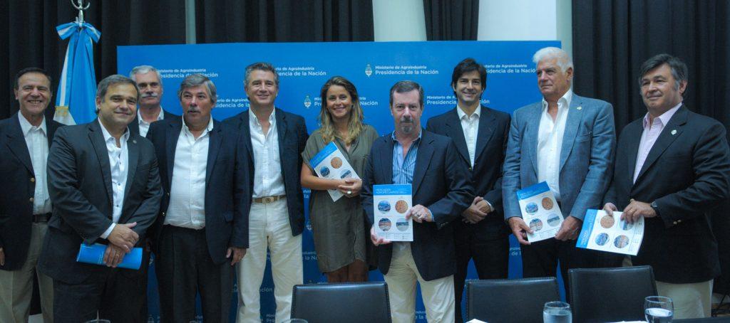 17-01-11 Bircher y Sylveira en presentación de monitor del SIO y de la revista de Mercados Agropecuarios