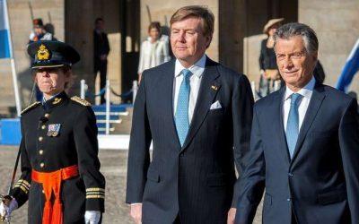 Los reyes de Holanda recibieron con honores a Macri
