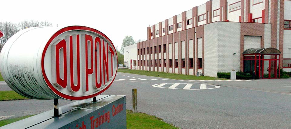 MECHELEN, BELGIUM:  Picture taken 13 April 2004 in Mechelen of a Belgian plant of the US chemicals group DuPont de Nemours. DuPont de Nemours announced 12 April it will axe 3,500, about six percent of the workforce, to save 325 millions US dollars a year. AFP PHOTO/BELGA/HERWIG VERGULT  (Photo credit should read HERWIG VERGULT/AFP/Getty Images)
