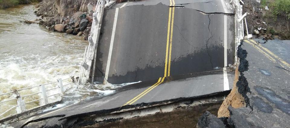 En Corrientes se cayó un puente en la ruta 12 por las lluvias y hay corte total