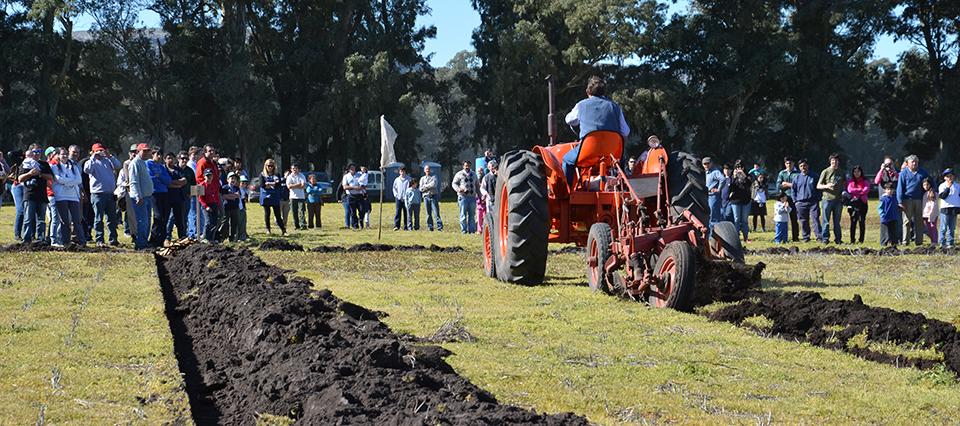 Fabricantes de maquinaria agrícola cooperarán con capacitación en escuelas rurales