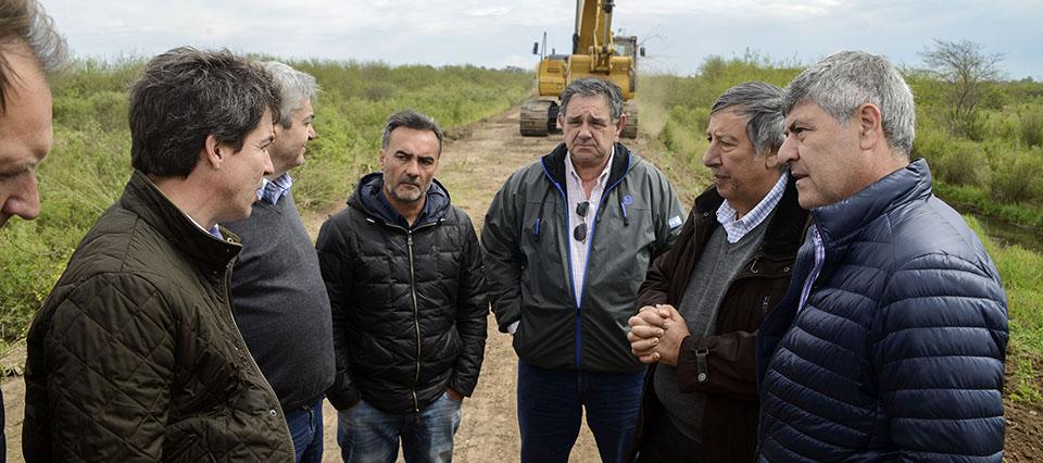 Buryaile recorrió obras hídricas en el límite entre Santa Fe y Córdoba