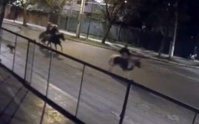 Insólito: tres hombres montados a caballo robaron una estación de servicio en Chile