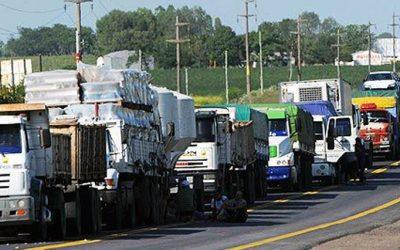 Restringen la circulación de camiones de carga en rutas y accesos