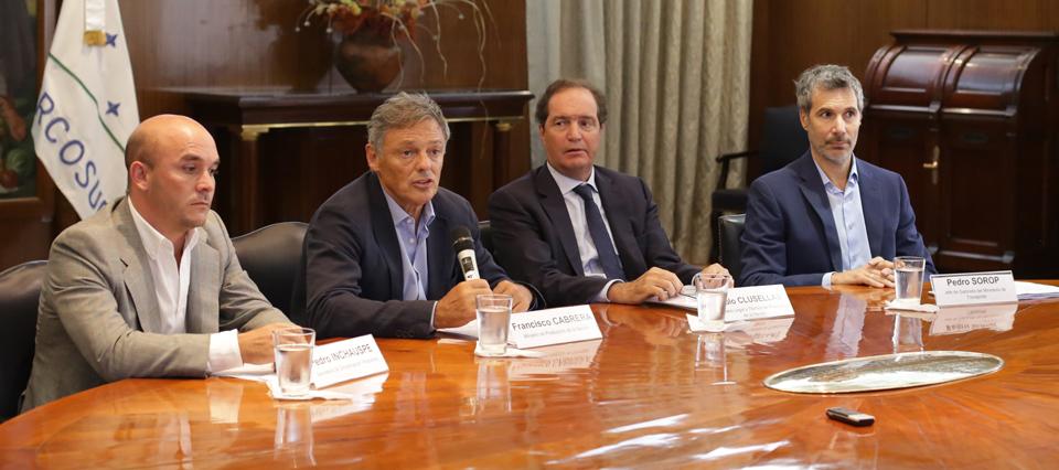 El decreto para reducir trámites y costos que firmó Macri elimina 28 normativas del Senasa