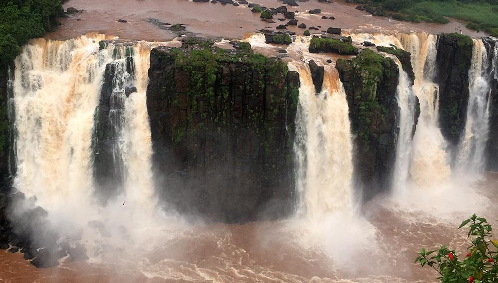 Deforestación, represas y caza furtiva: la otra cara de las Cataratas del Iguazú