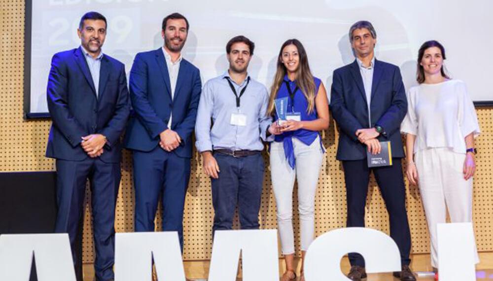 """Nanótica Agro cuando recibe el premio Samsung Innova por su desarrollo en nanotecnología en la categoría """"Ambiente""""."""