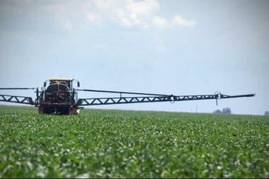 fumigación campo de soja