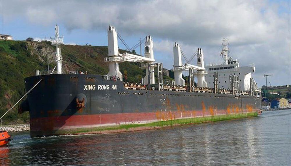 Buque chino en puerto