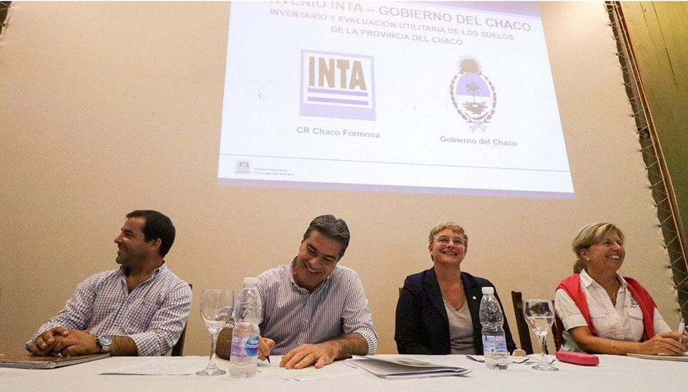 Algodón: Jorge Capitanich firmó un acuerdo con el INTA