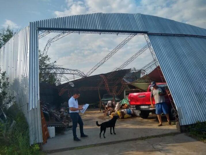 galpon destruido por un tornado