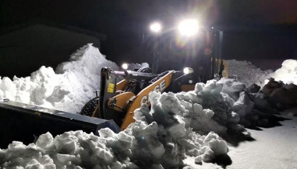 cargadora Case quitando nieve