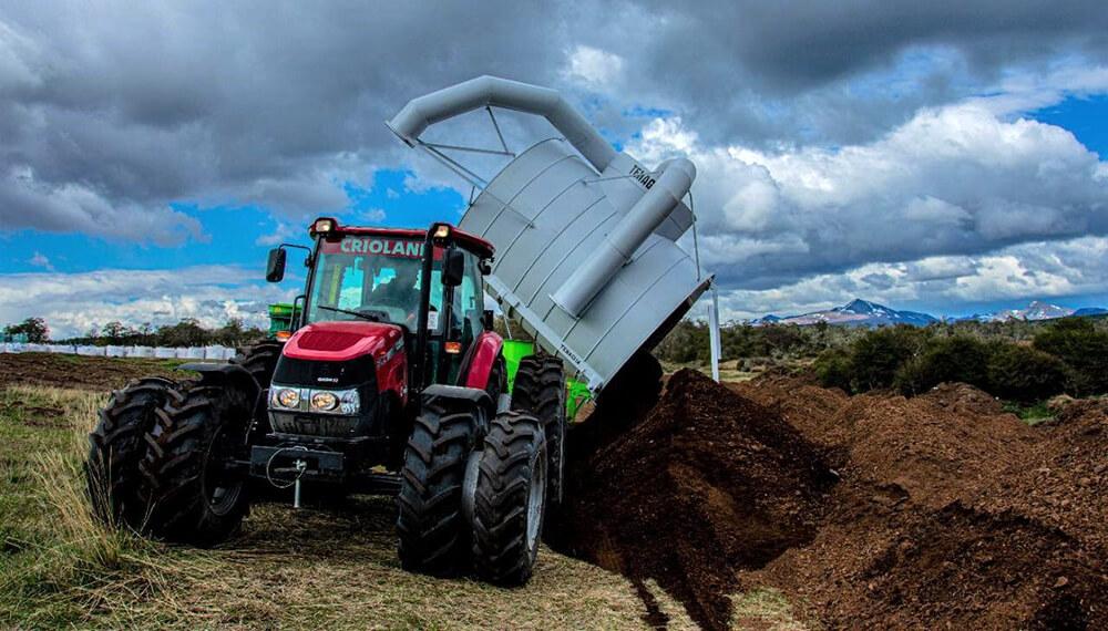 tractor farmall jx90 trabajando con turba