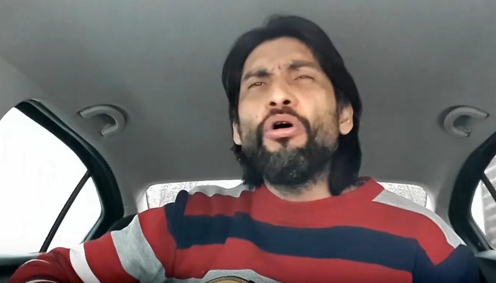 hombre cantando