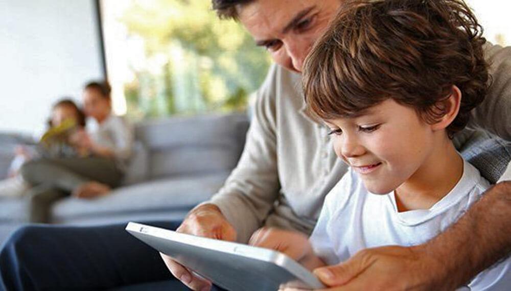 tablet padre e hijo