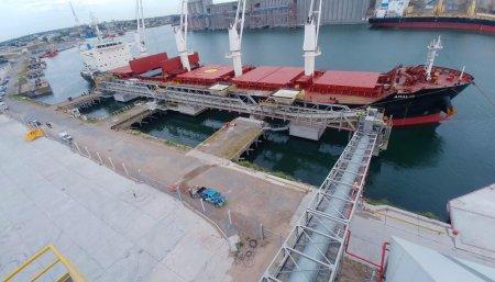 Carga de barco de granos