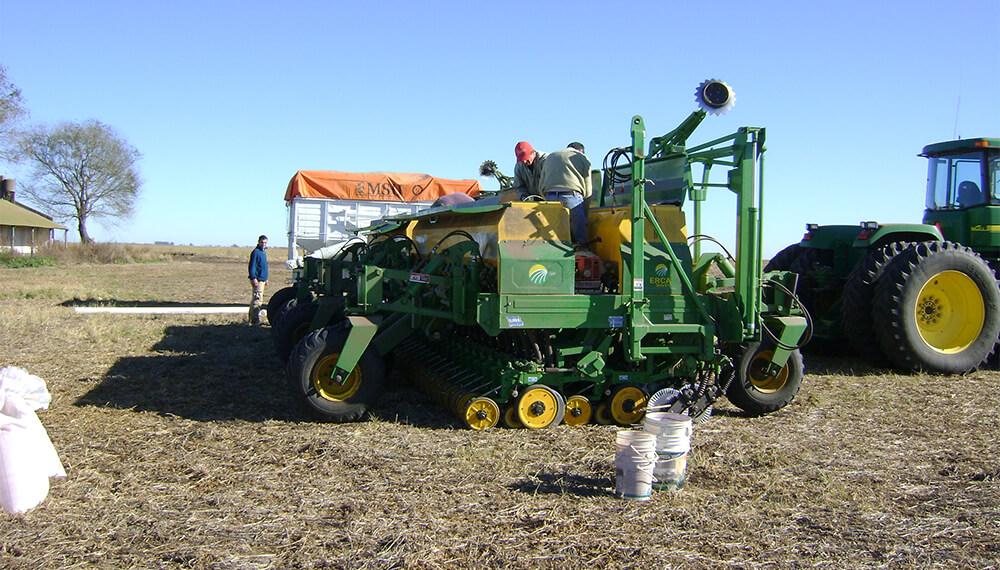 Preparativos de la sembradora para la siembra de trigo