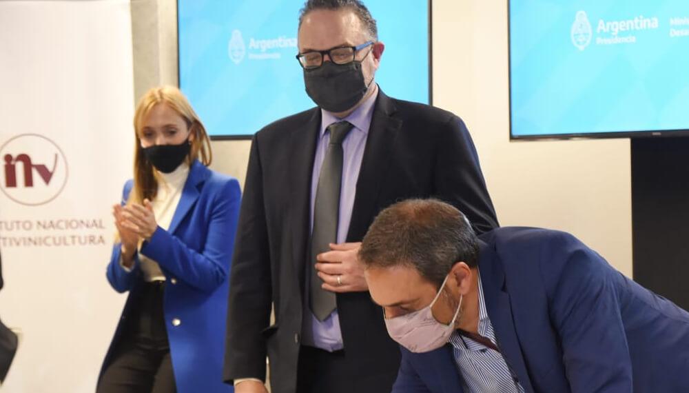 Kulfas firma la creacion del Centro de Asistencia Pyme