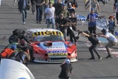 Télam 06/08/2017 Buenos Aires: El piloto de Ford Juan Manuel Silva -que corrió junto con Juan Tomás Catalán Magni- se adjudicó los 1.000 kilómetros del Turismo Carretera, prueba especial a 178 vueltas por los 80 años de la popular categoría automovilística, realizada en el Autódromo Gálvez. Foto: Laura Cano/cf